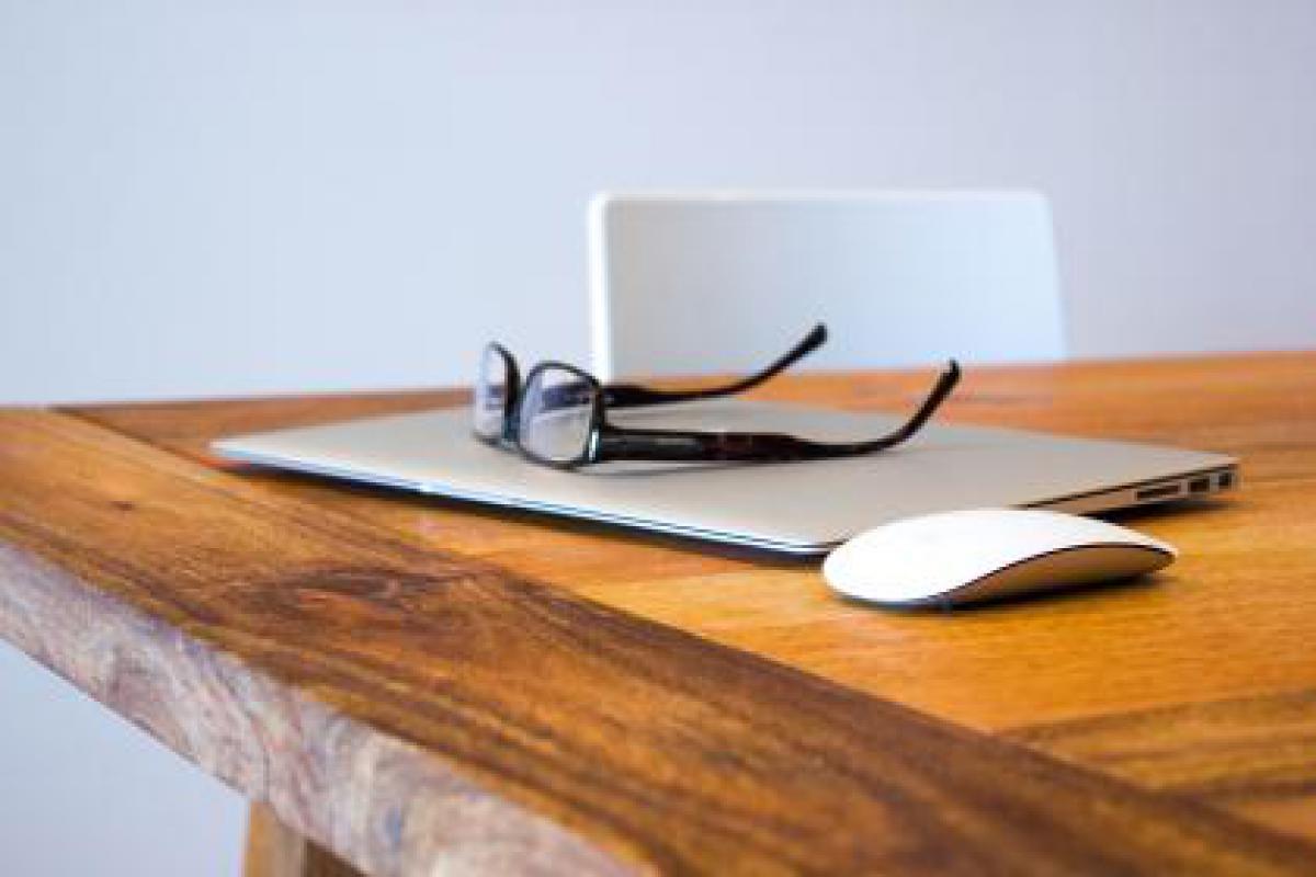 macbook air glasses mouse