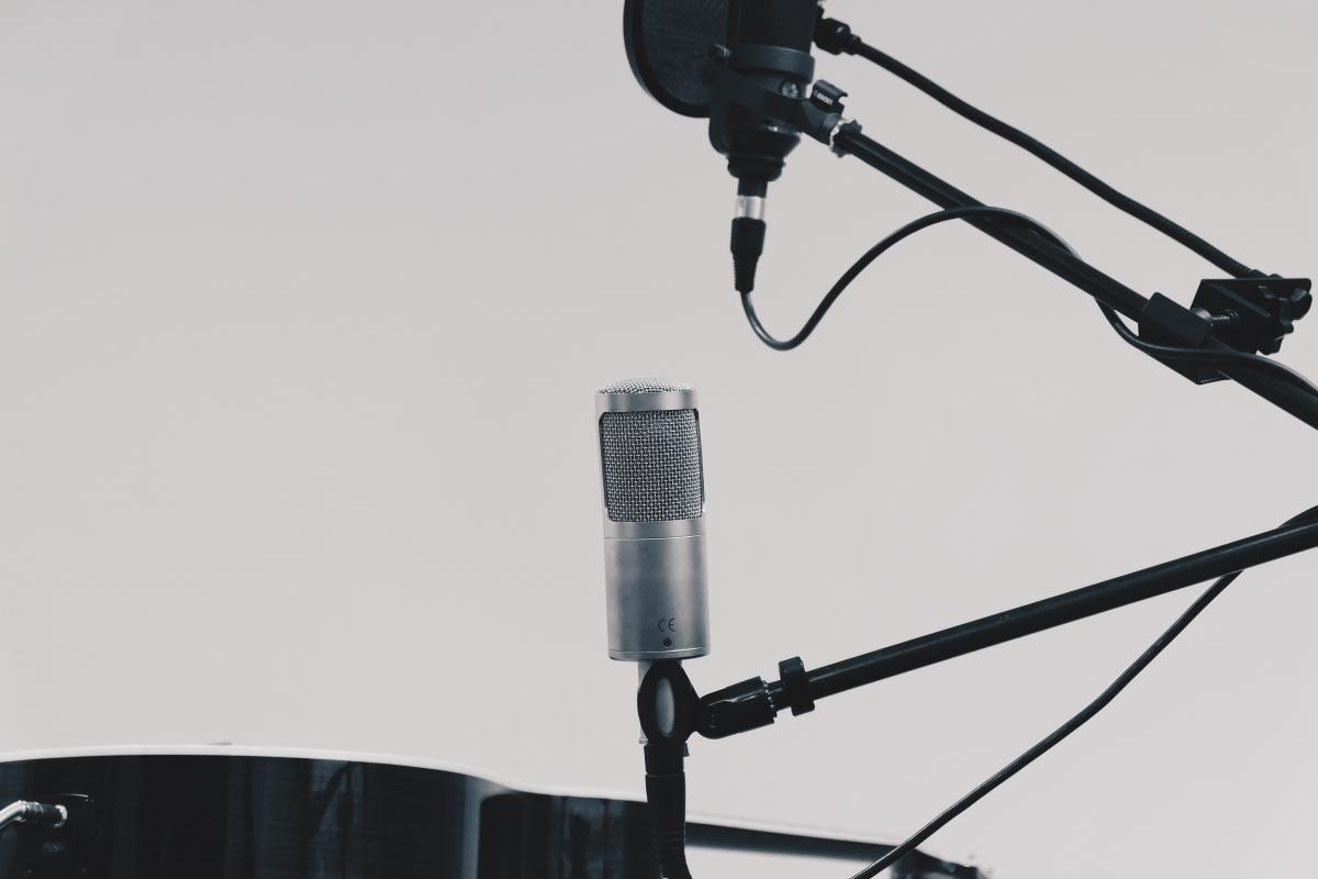 microphone stand recording
