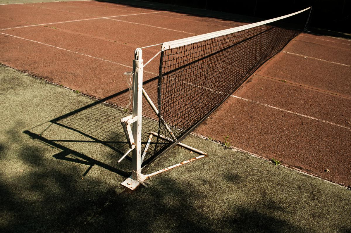 tennis court net clay