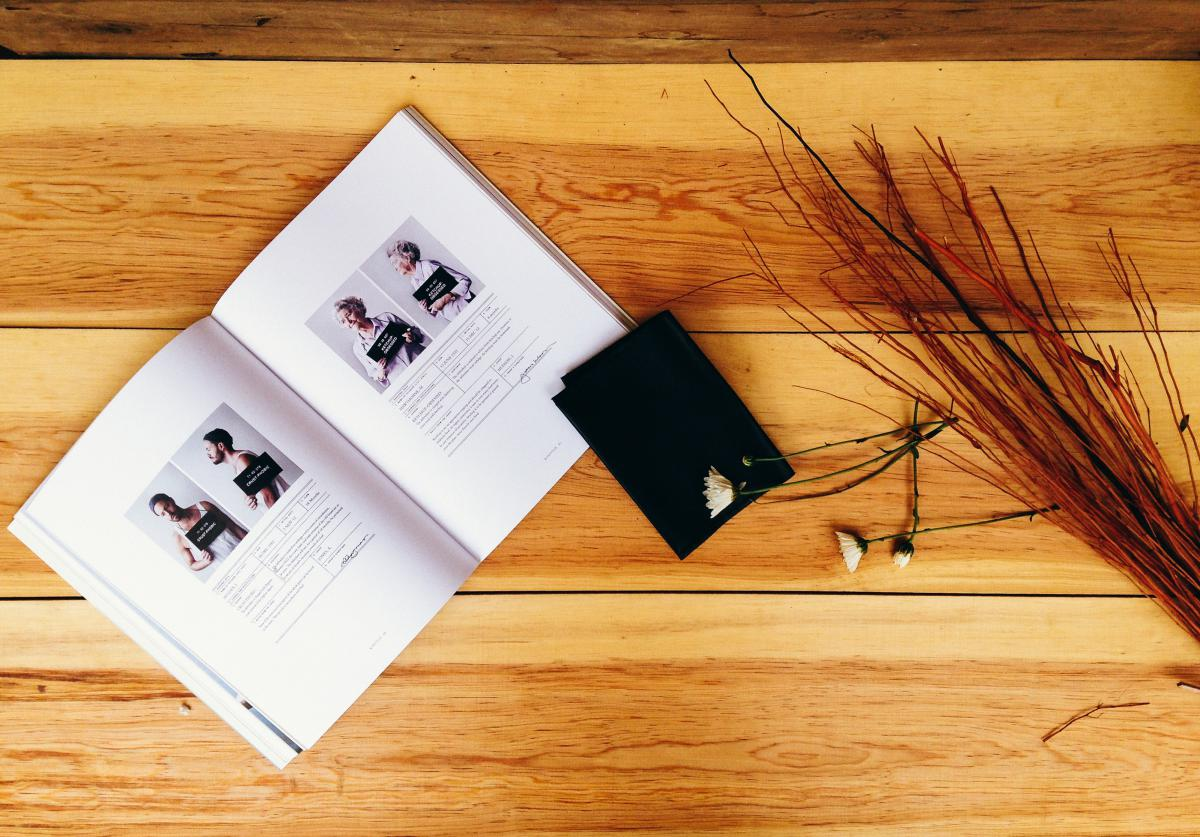 Livre de table en bois #20906