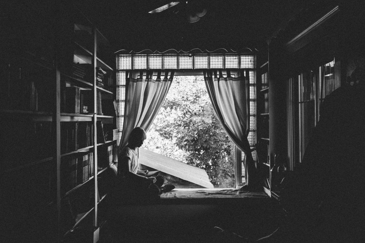 Girl woman reading #24258