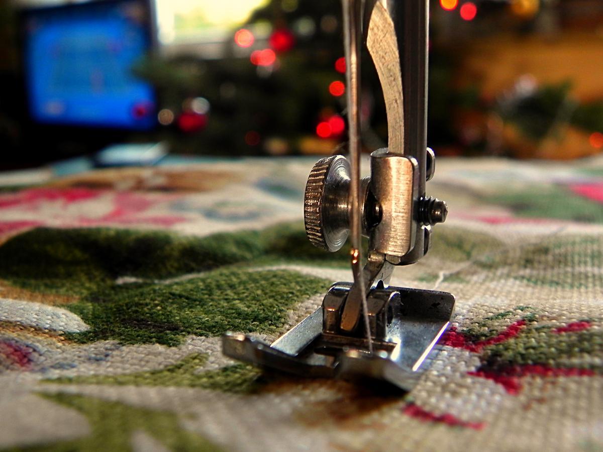 Silver Sewing Machine #38044