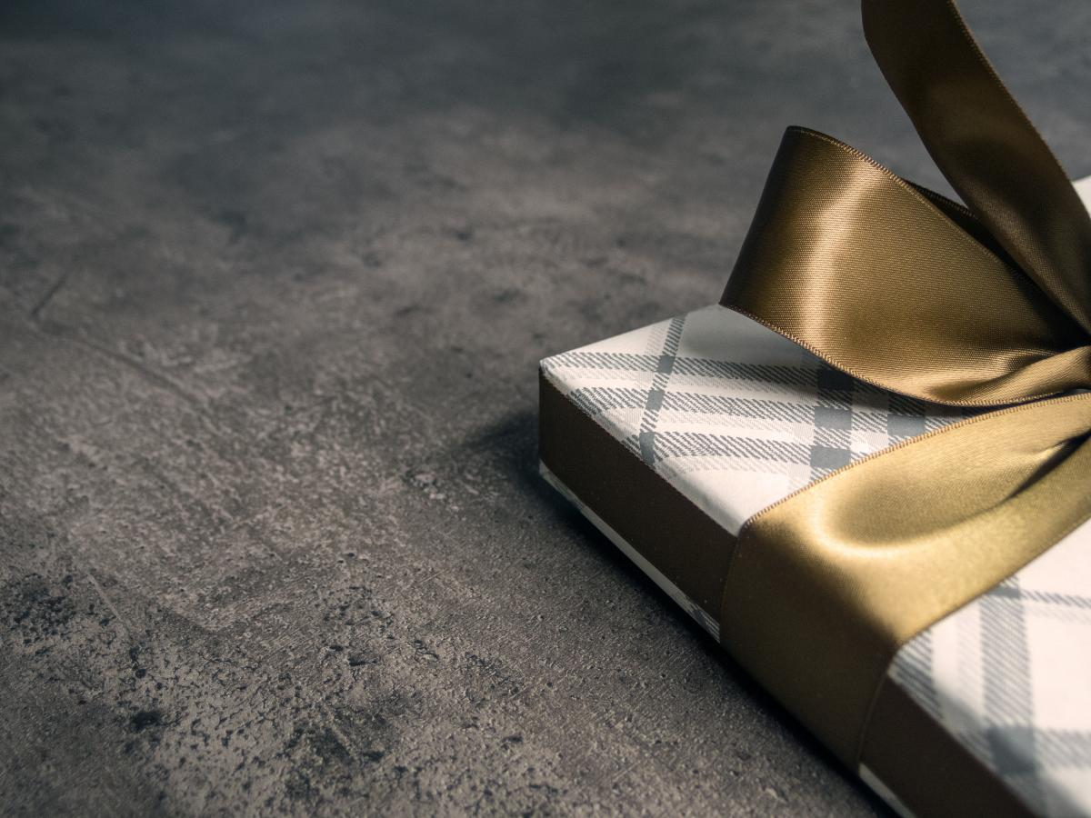 Gift with a golden bow - free stock photo #399996
