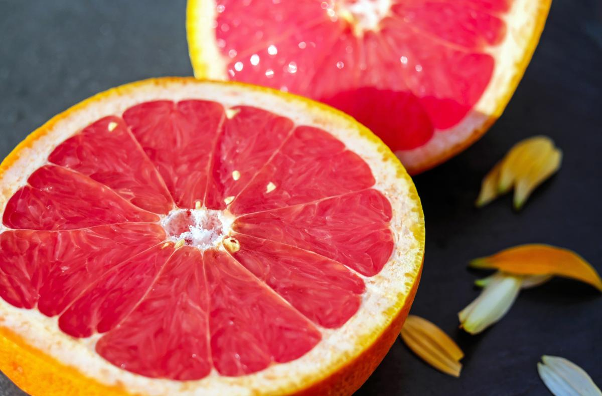 Sliced Pink Grapefruit Free Photo #409388