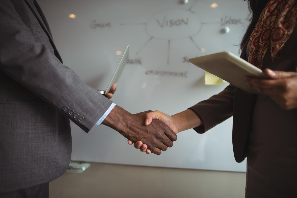 Businessman and a colleague shaking hands #409807