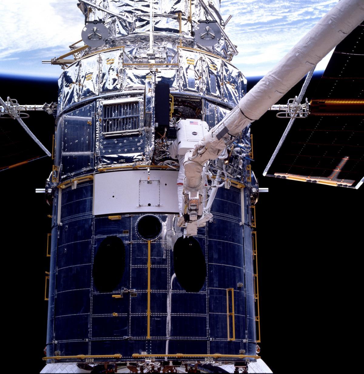 EVA 3 activity on Flight Day 6 to service the Hubble Space Telescope