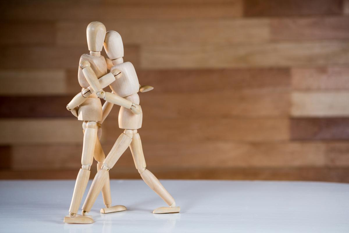 Figurine embracing each other