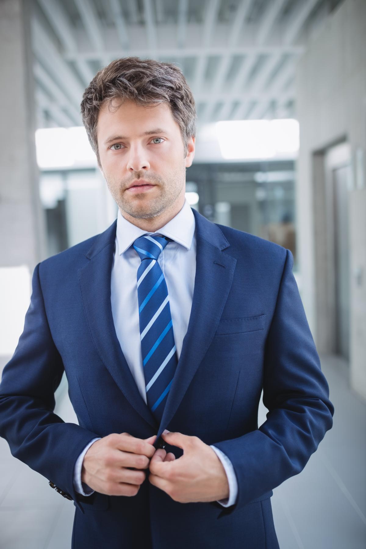 Portrait of a confident businessman #417305