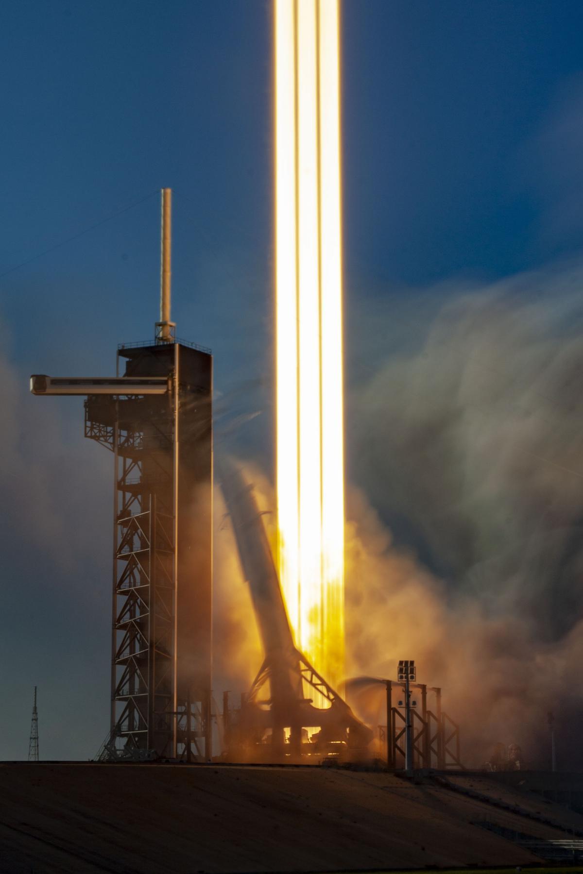 Rocket Liftoff Free Photo #418889