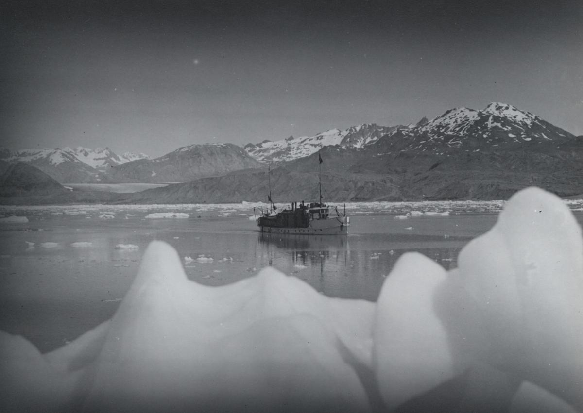 Lake Iceberg Mountains #420706