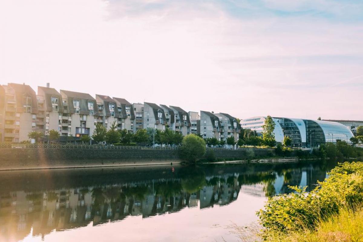 Beautiful Terraced Houses Along the Riverside #421916