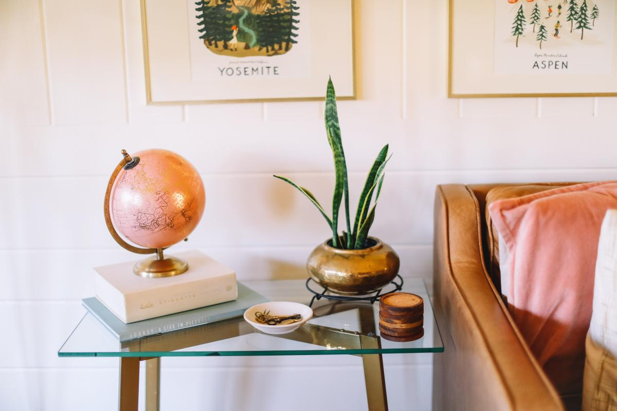 Table Furniture Vase #422857