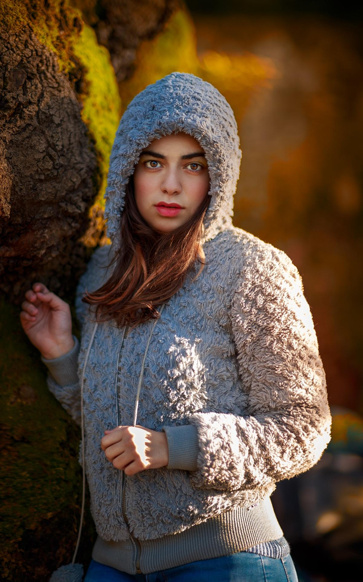 Frau trägt graue Wolle Hoodie #42540