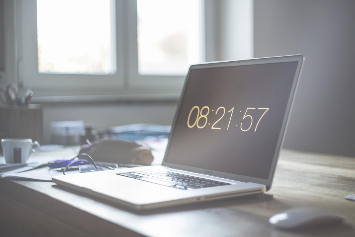 Grey Laptop Computer Set at 08:21:57 #52060