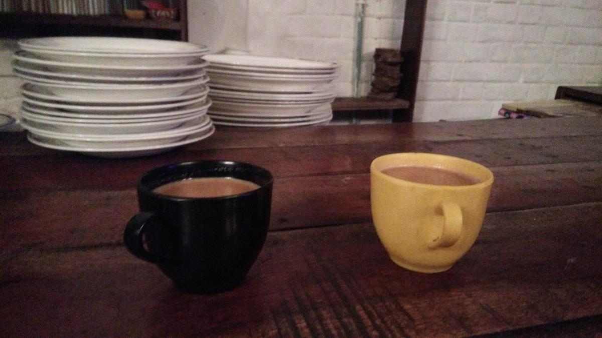 Black and yellow tea cups #58473