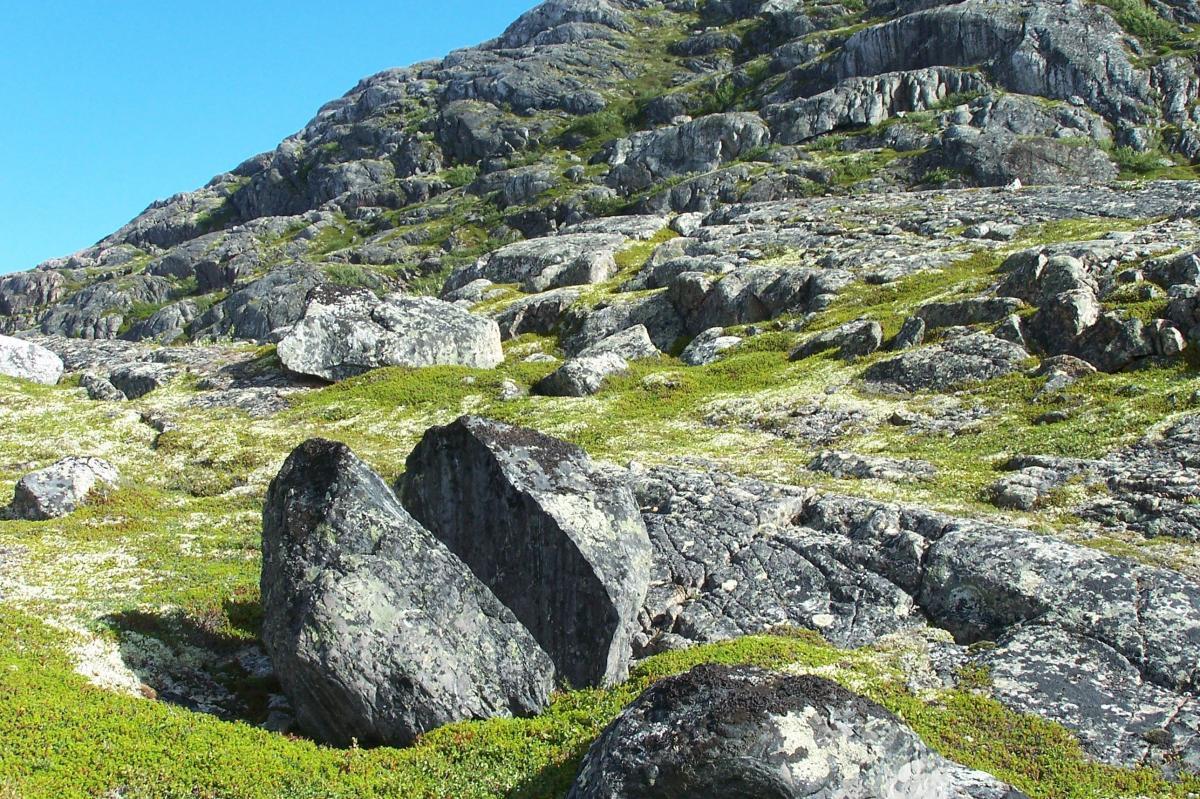 Vue de rochers contre ciel nuageux #63516