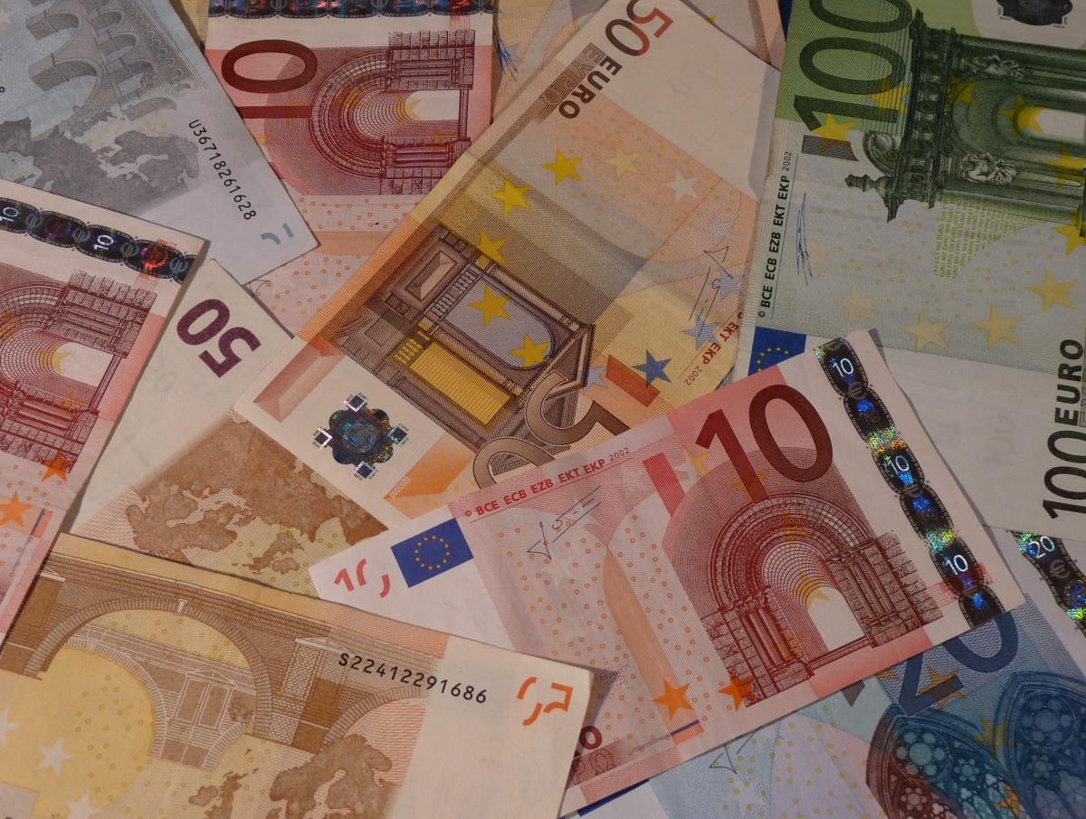 100 euro 50 euro banknote 20 euro bill