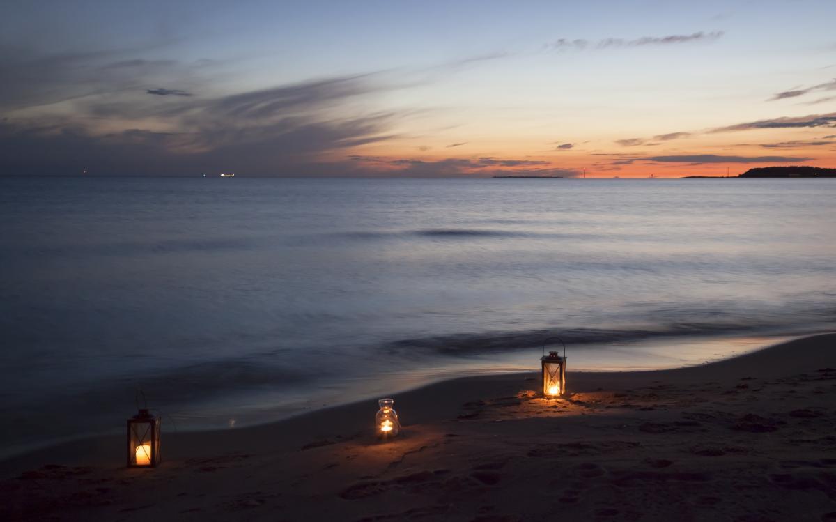 Beach candles clouds horizon #85504