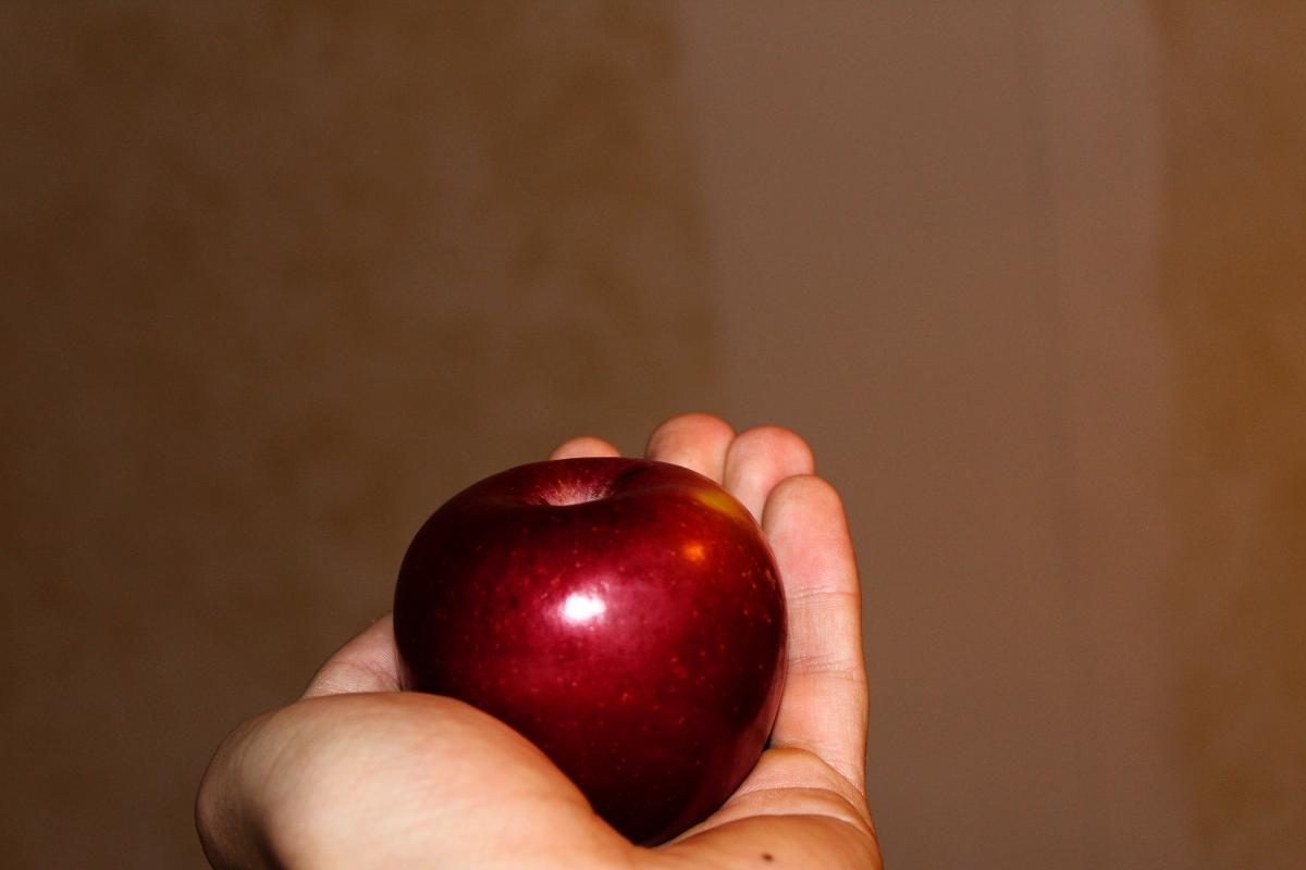Apple give here red