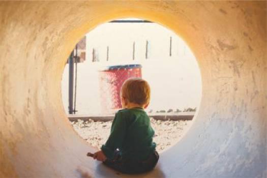 child kid tunnel  Free Photo