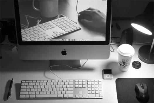 apple mac computer  Free Photo