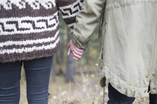 couple love holding hands  Free Photo