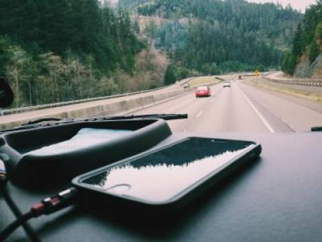 iphone car dashboard  Free Photo
