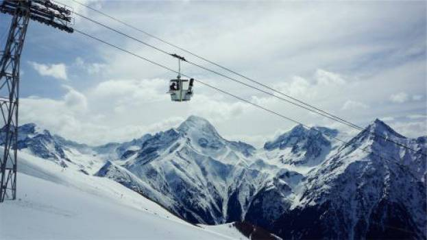gondola lift snowboarding skiing  #17658