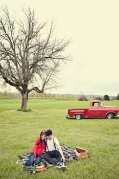 picnic couple love  Free Photo