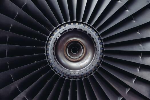 airplane turbofan engine  Free Photo