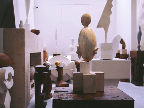 art gallery sculptures  Free Photo