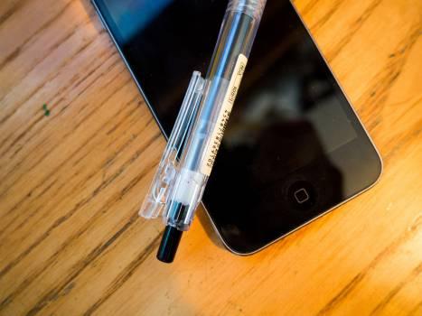 iphone mobile pen  Free Photo