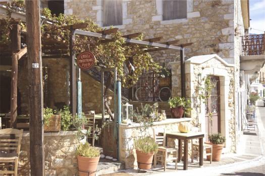 greek restaurant flowers  Free Photo