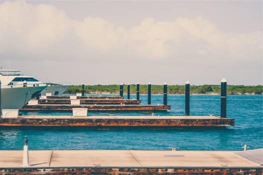 docks boats yachts  Free Photo