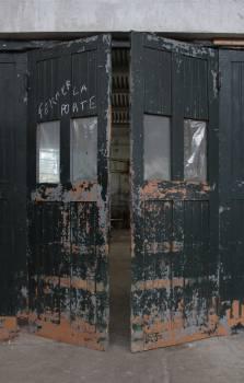 door gate factory  Free Photo