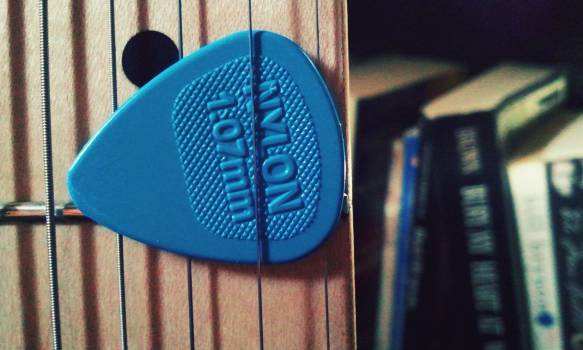 guitar strings pick #24866