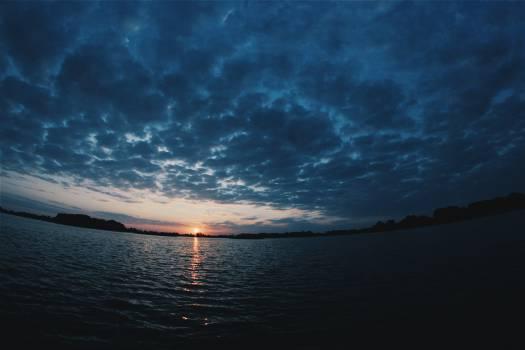 Sunrise at lake Jeziorak Free Photo