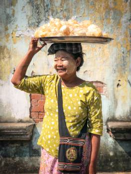 Oriental Monk Seller Free Photo