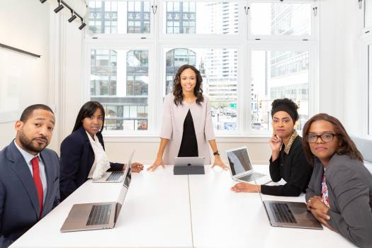 Woman Standing on the Center Table With Four People on the Side Free Photo