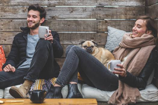 Couple Having a Coffee With Puig Free Photo