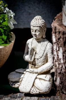 Gautama Buddha Figurine Free Photo