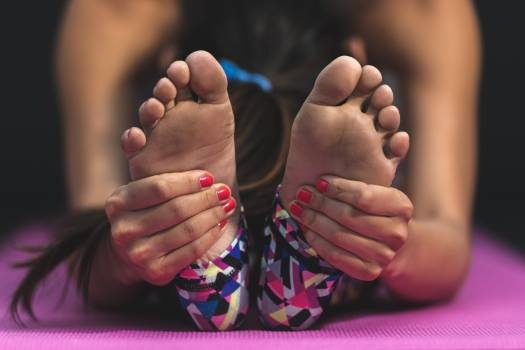 Woman Wearing Multicolored Leggings #340505