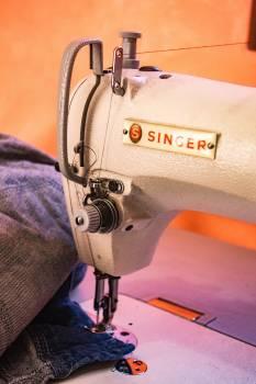White Singer Sewing Machine #341498