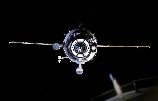 Soyuz on approach to the ISS during Expedition 13. Original from NASA.  #393058