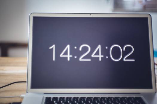 The time on a laptop screen #394301