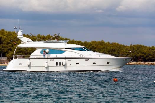 Yacht on the Sea - free stock photo #399136