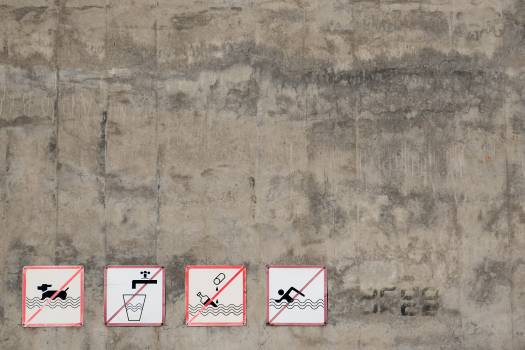 Signs prohibiting bathing dogs, swimming and drinking - free stock photo #399401