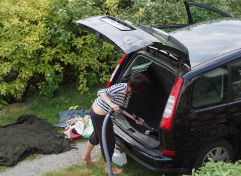 Woman cleaning her car - free stock photo #399852