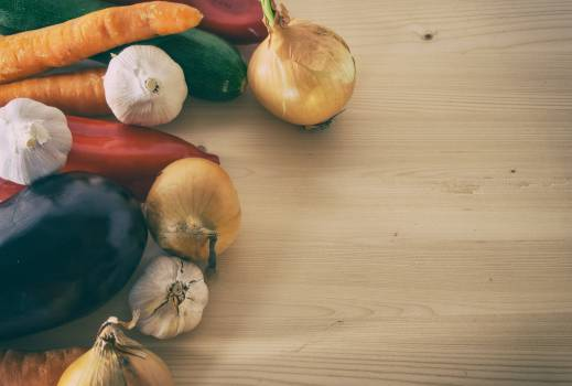 Vegetables on wooden cutting board - free stock photo #399882