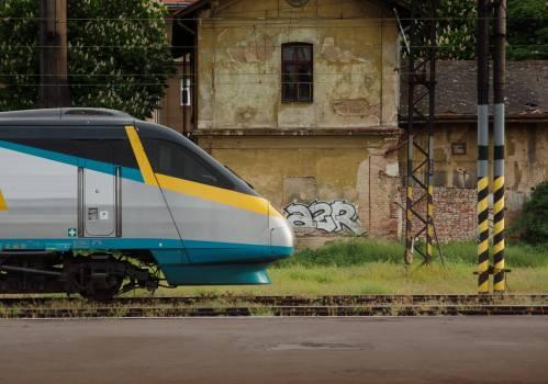 Pendolino Train in  Czech - free stock photo #399911